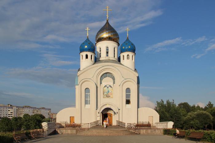 hram-voskreseniya-hristova-700x467