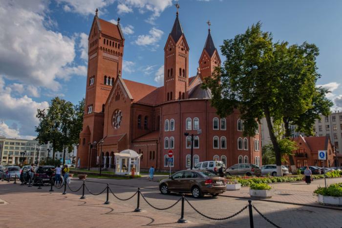 kostel-svyatyh-simeona-i-eleny-700x467