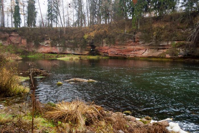 obnazheniya-devona-na-reke-oredezh-u-pose-lka-belogorka-1-700x466