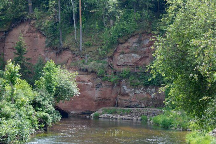 obnazheniya-devona-na-reke-oredezh-u-pose-lka-belogorka-2-700x467