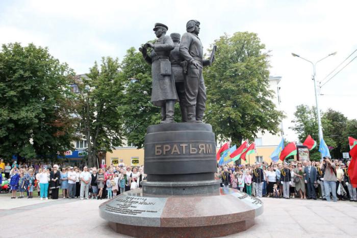 pamyatnik-bratyam-lizyukovym-700x467