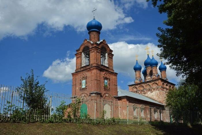 pokrovskii-hram-hrapovo-700x466
