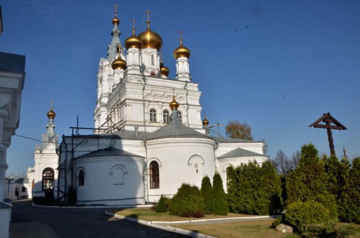 tserkov-troitsy-zhivonachalnoi--700x463