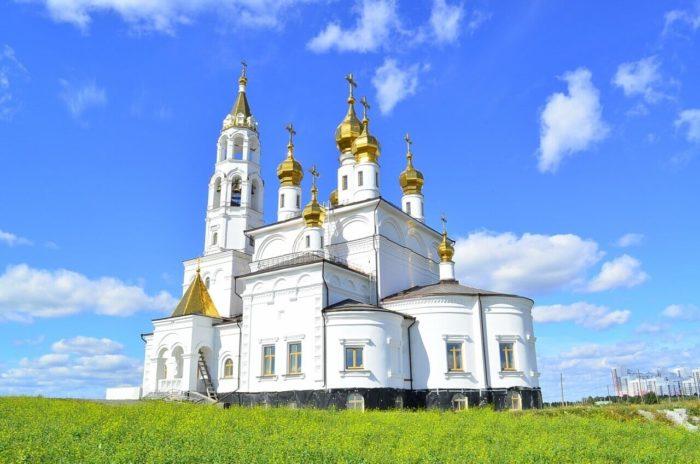 blagoveschenskiy-hram-svyatyh-bozhiih-stroiteley-700x464