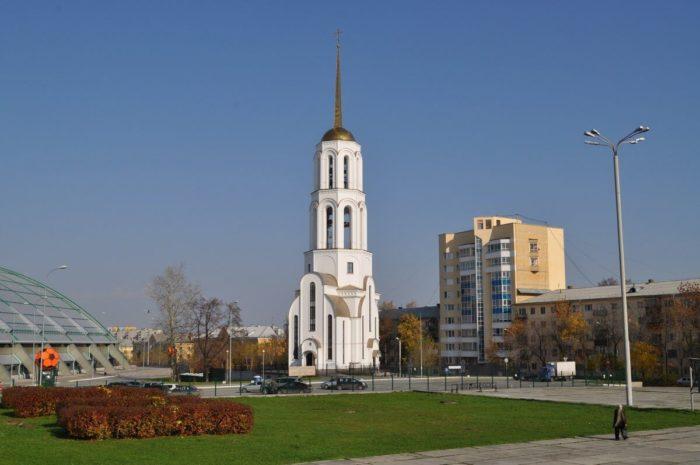 hram-svyatyh-sergiya-radonezhskogo-i-elizavety-700x465