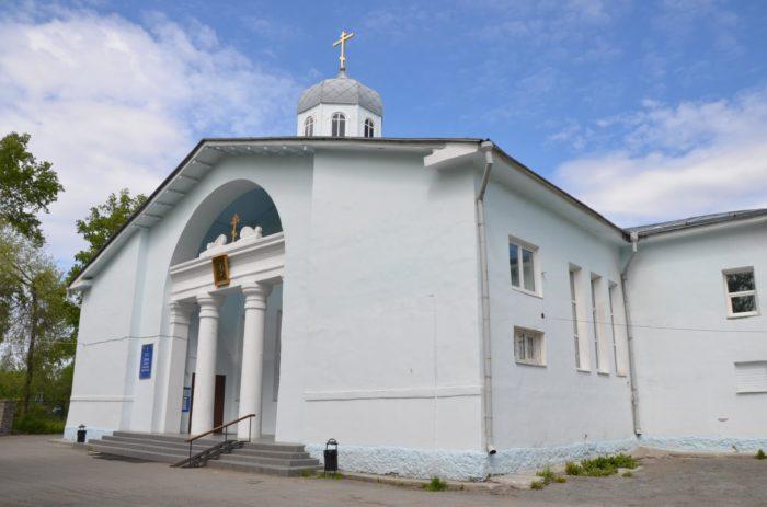 hram-uspeniya-presvyatoy-bogoroditsy-700x463