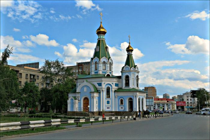 hram-vo-imya-derzhavnoi-ikony-bozhiei-materi-700x467