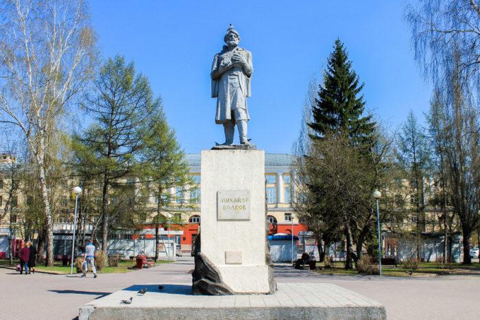 pamyatnik-mihai-le-volkovu-700x467