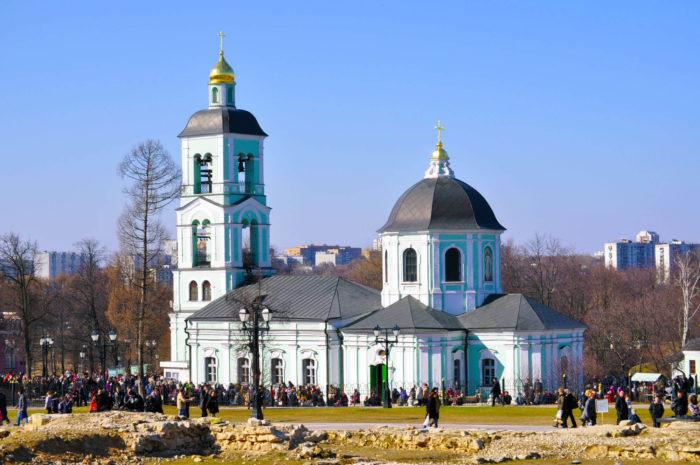 hram-ikony-bozhiey-materi-zhivonosnyy-istochnik--700x465