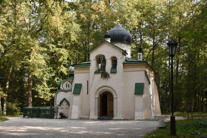 tserkov-spasa-nerukotvornogo-700x467