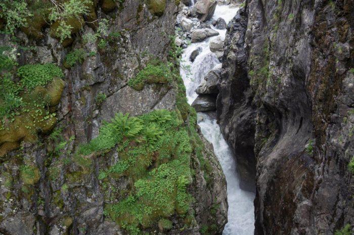 vodopad-chertova-melnitsa--700x465