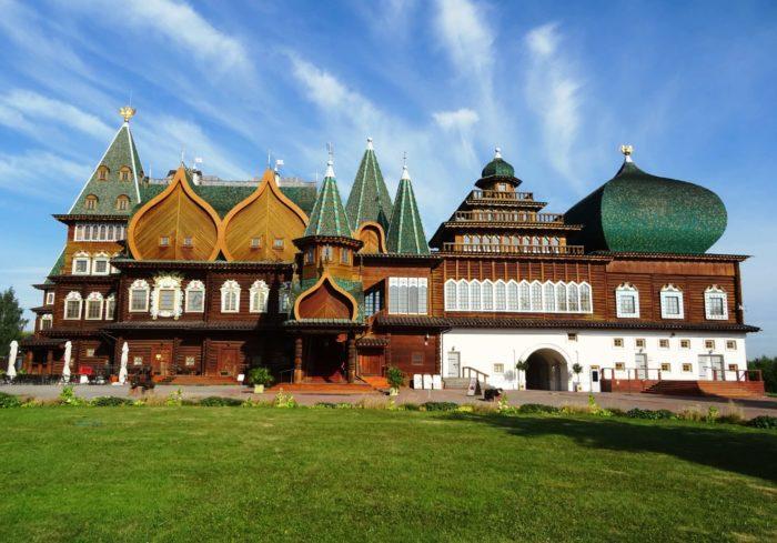dvorets-tsarya-alekseya-mihaylovicha-700x489
