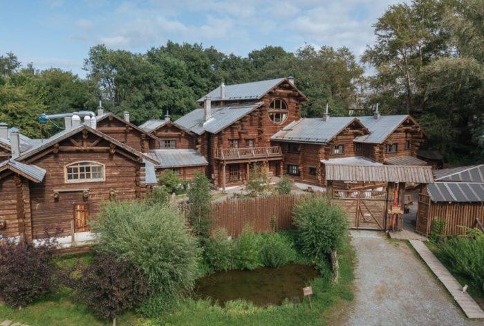 etnokompleks-bobrovaya-dolina-700x471