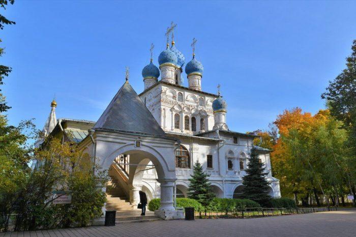 hram-kazanskoy-ikony-bozhiey-materi-700x466