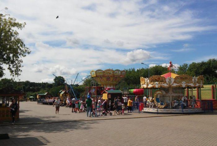luna-park-karusel-700x471