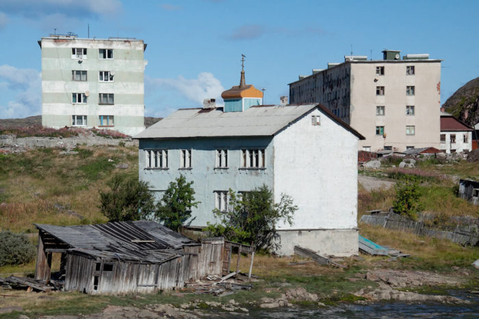 tihvinskaya-tserkov-i-muzey-duhovnoe-nasledie-teriberki-700x467
