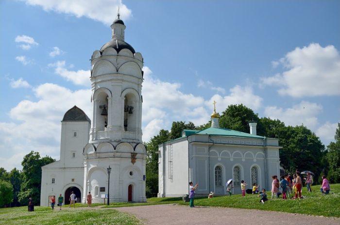 tserkov-georgiya-pobedonostsa-s-kolokolney-700x464