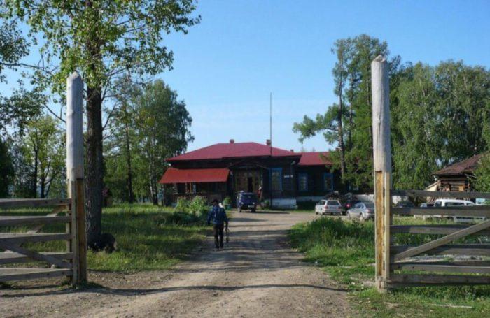 turistskaya-baza-tengri-700x455