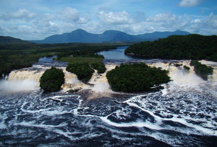 vodopady-v-lagune-kanayma-700x475