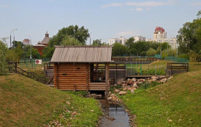 vodyanaya-melnitsa-na-reke-zhuzhe-700x441