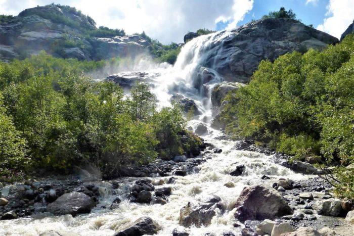 alibekskiy-vodopad-1-700x467