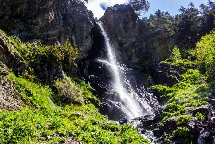 baritovyy-vodopad-700x467