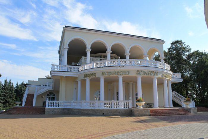 dvorets-torzhestv-elbrus-700x466