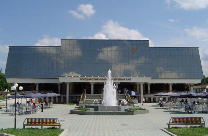 gosudarstvennyy-kontsertnyy-zal-700x459