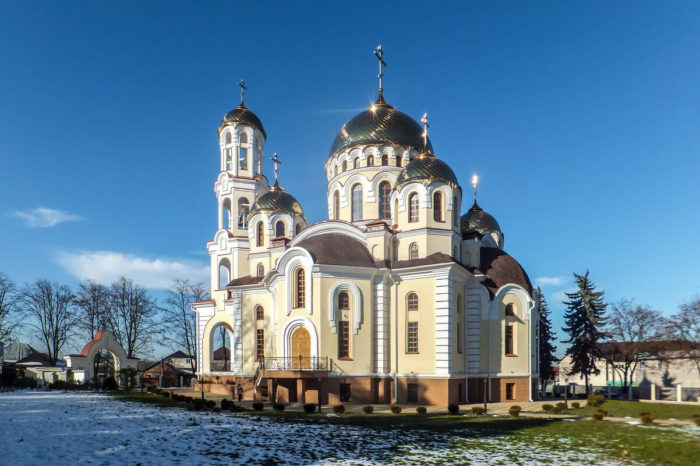 kafedralnyy-sobor-marii-magdaliny-700x466
