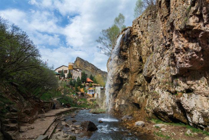 medovye-vodopady-700x467