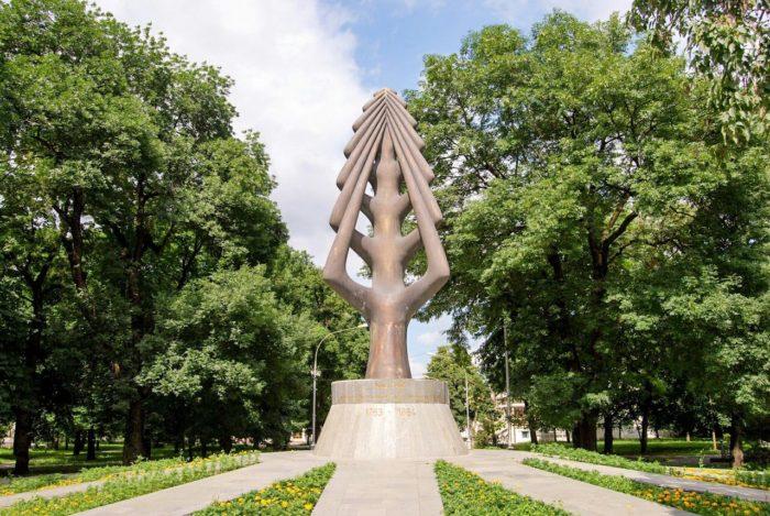 memorial-drevo-zhizni-700x469