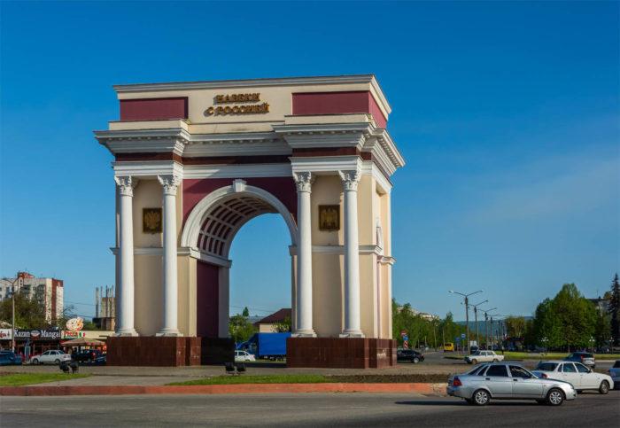 memorialnaya-arka-druzhby-700x483