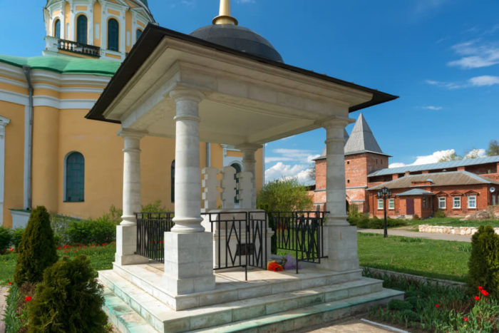 nekropol-knyazya-fyodora-i-knyagini-evpraksii-i-ih-syna-700x467