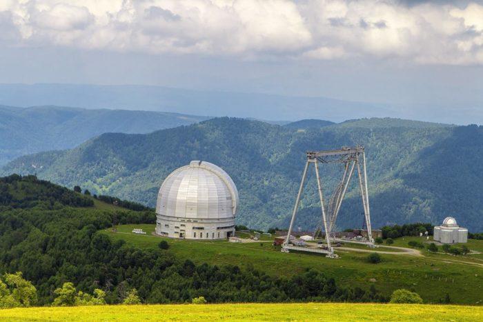 opticheskiy-teleskop-bta-700x467