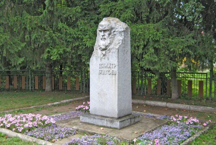 pamyatnik-stela-dimitru-blagoevu-700x470