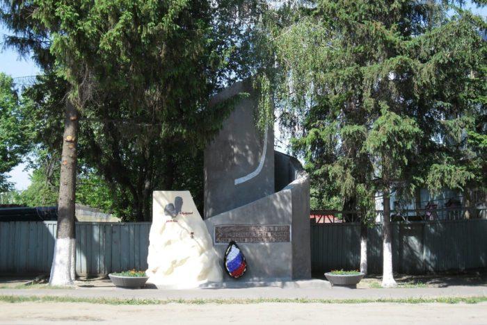 pamyatnik-uchastnikam-grazhdanskoy-voyny-v-ispanii-v-1936-1939-gg-700x468