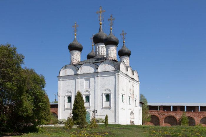 sobor-nikolaya-chudotvortsa-700x467