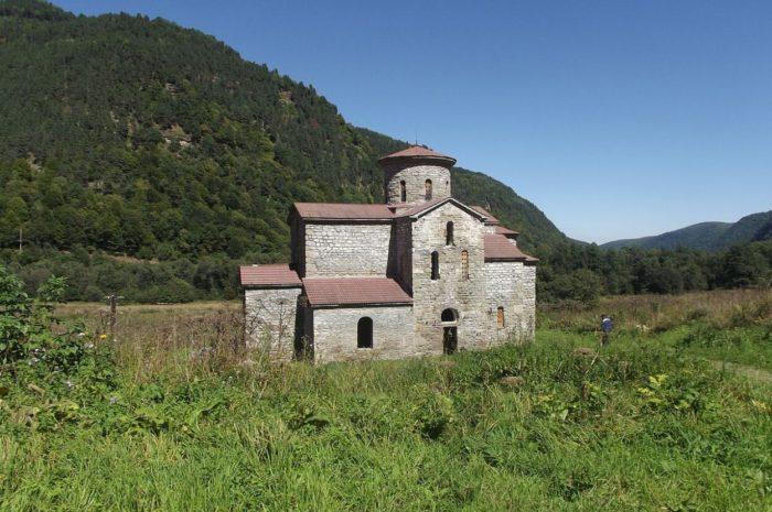 sredniy-zelenchukskiy-hram-1-700x465