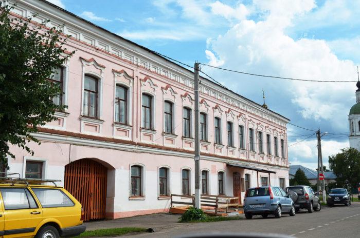 teatralnyy-muzey-v-zarayske-700x464
