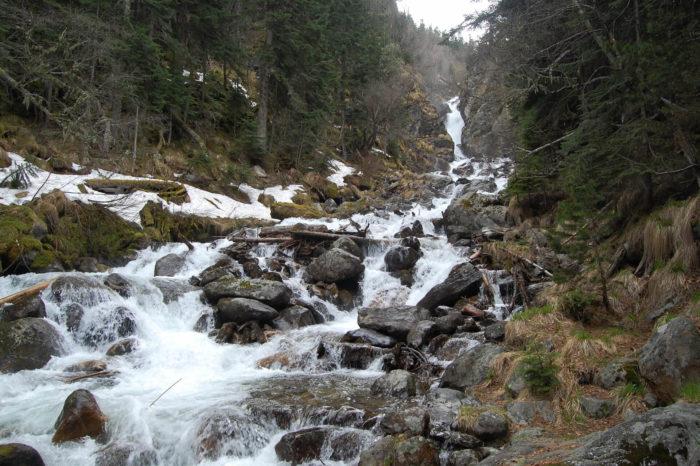 vodopad-na-reke-beloy-700x466