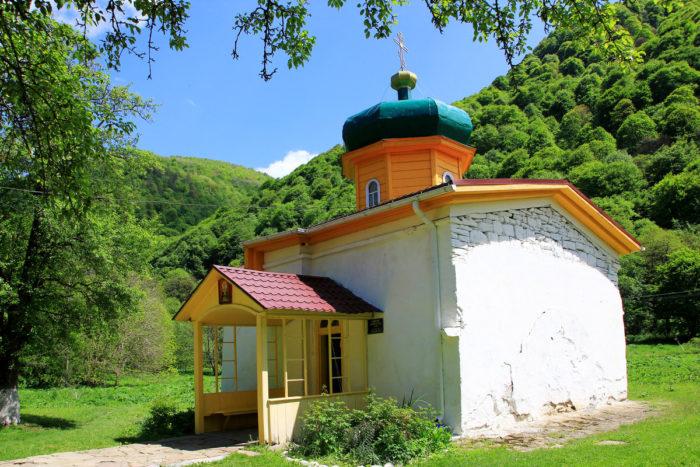 yuzhnyy-zelenchukskiy-hram-1-700x467