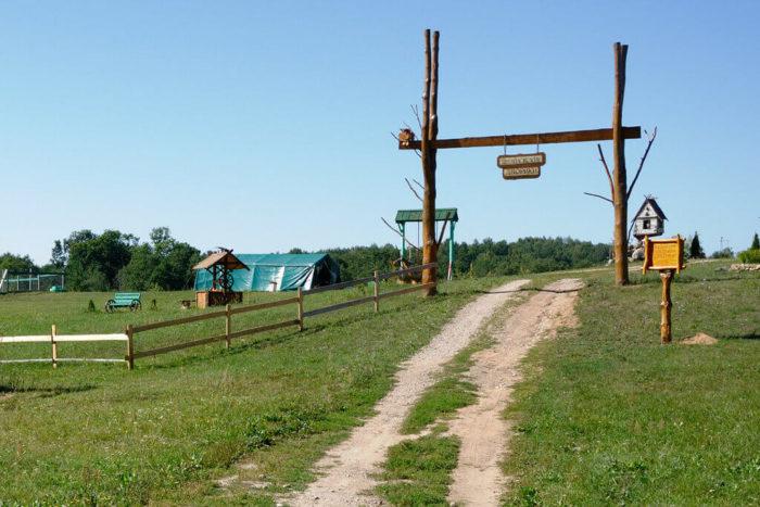 agroderevnya-shugaylovskie-dvoriki-700x467