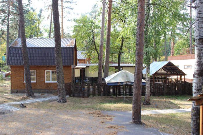 baza-otdyha-zhemchuzhina-lesa-700x466