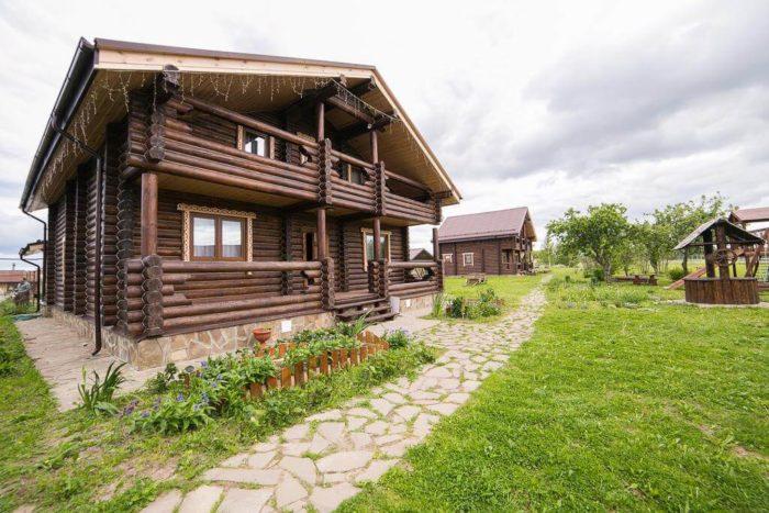 gostinichnyy-kompleks-krasnaya-usadba-700x467