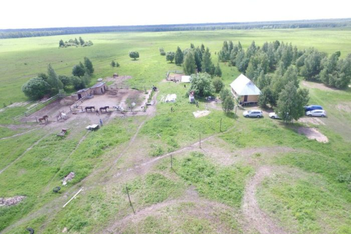 konno-turisticheskiy-kompleks-verhom-po-meschere-700x467