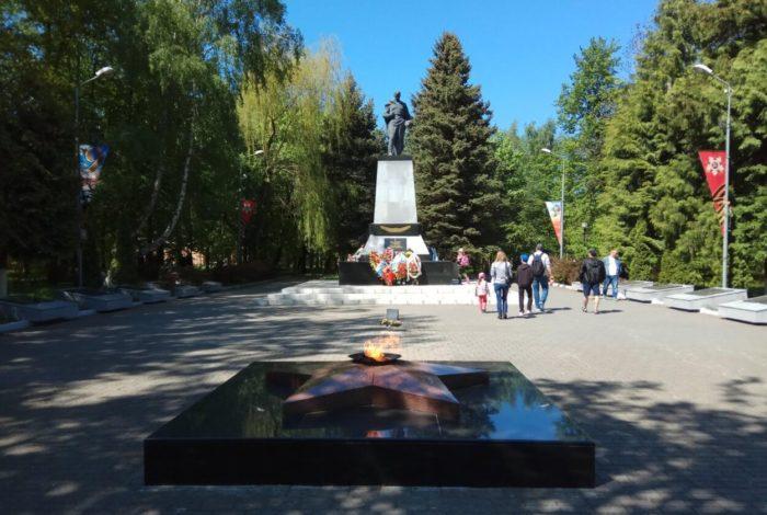memorialnyy-kompleks-na-bratskoy-mogile-sovetskih-voinov-700x470