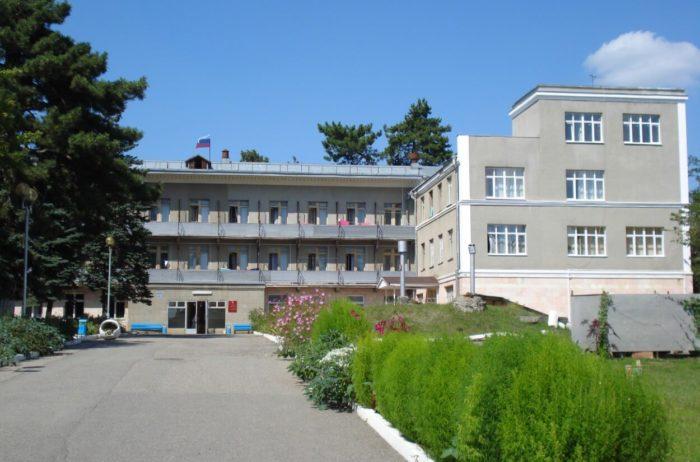 sanatoriy-essentukskaya-klinika-fmba-700x462