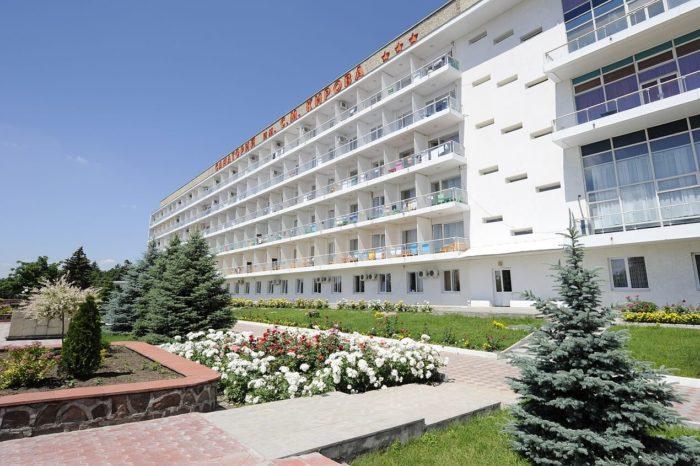sanatoriy-imeni-s.-m.-kirova-1-700x466