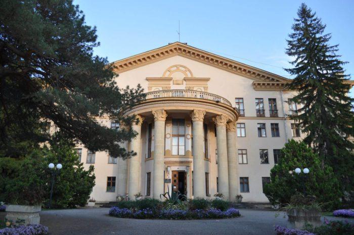 sanatoriy-kislovodskiy-700x465