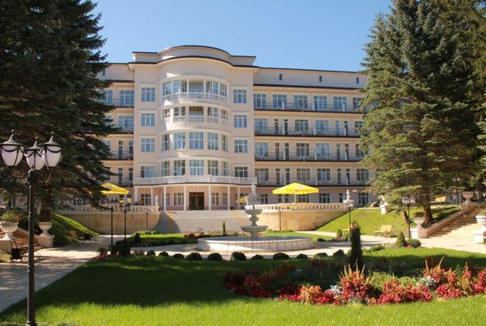 sanatoriy-tsentrosoyuz-kislovodsk-700x470